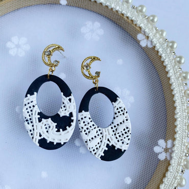 Monochrome Lace Hollow Oval Dangle