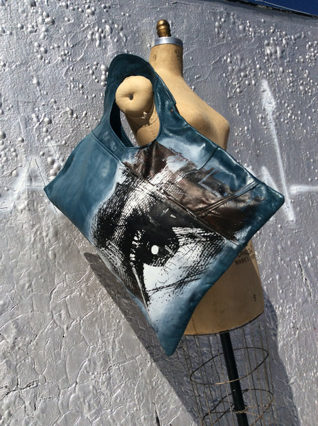 All eyes on you Shoulder Tote