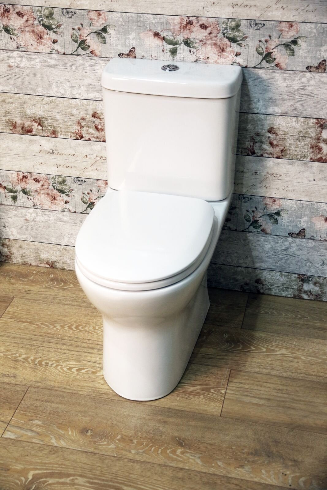 Cassellie Breeze Rimless Ceramic Close Coupled Toilet with Push Button Cistern - Soft Close Seat