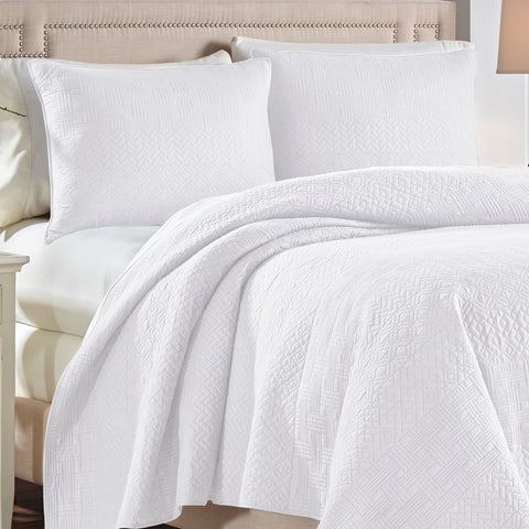 Crestwood White Quilt Collection