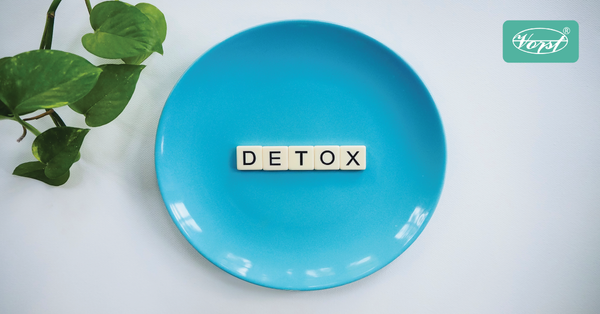 Blue plate with the letters detox in the middle