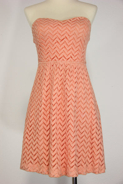Foreign Exchange : Peach strapless dress