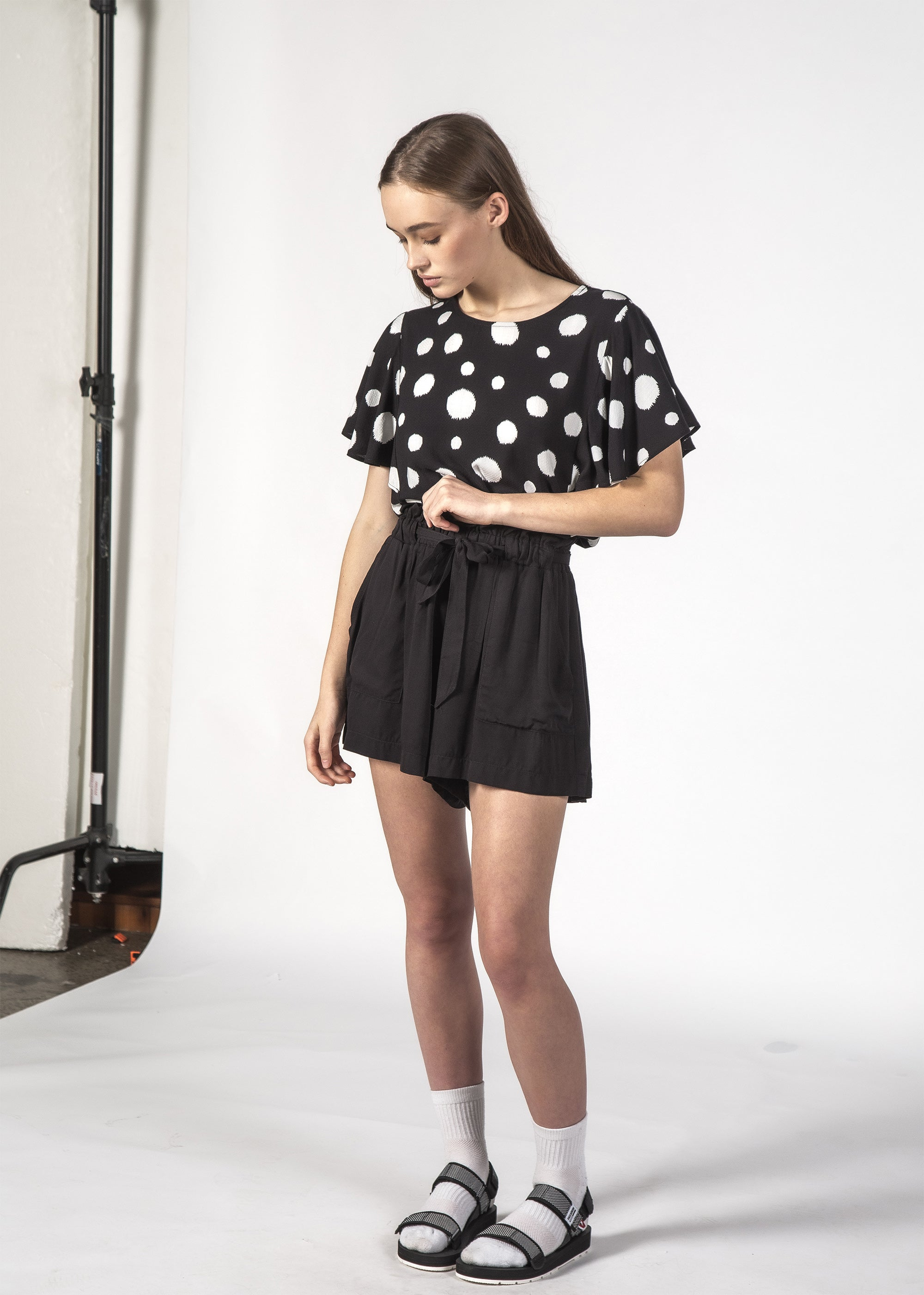 WONDER SHORT BLACK LINEN