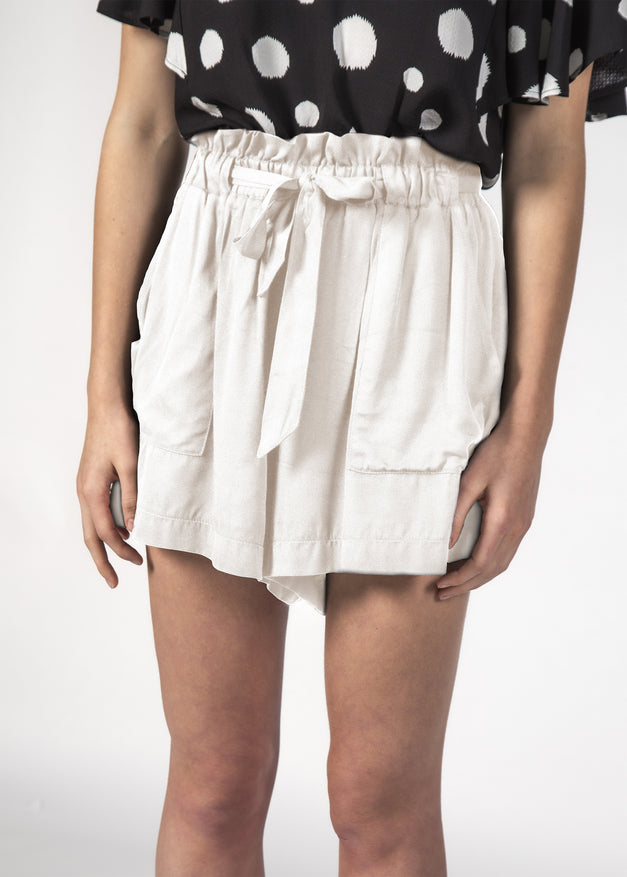 WONDER SHORT WHITE LINEN