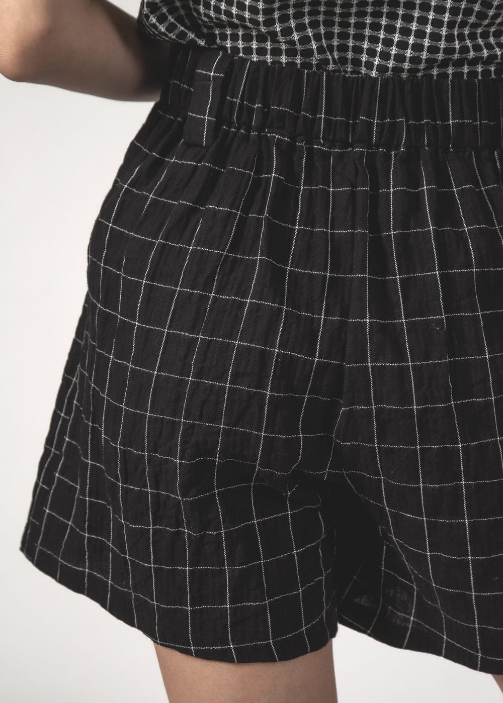 SQUAD SHORT - Black Grid