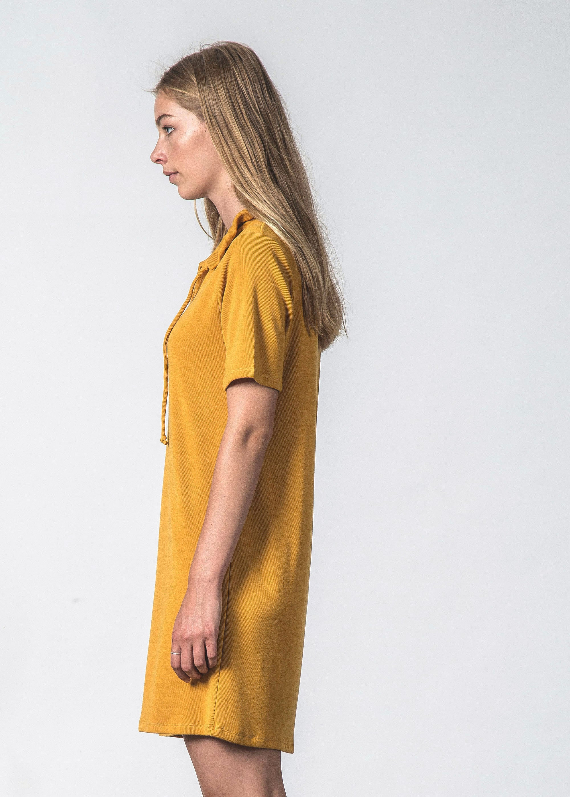 SWIRL TEE DRESS MUSTARD RIB