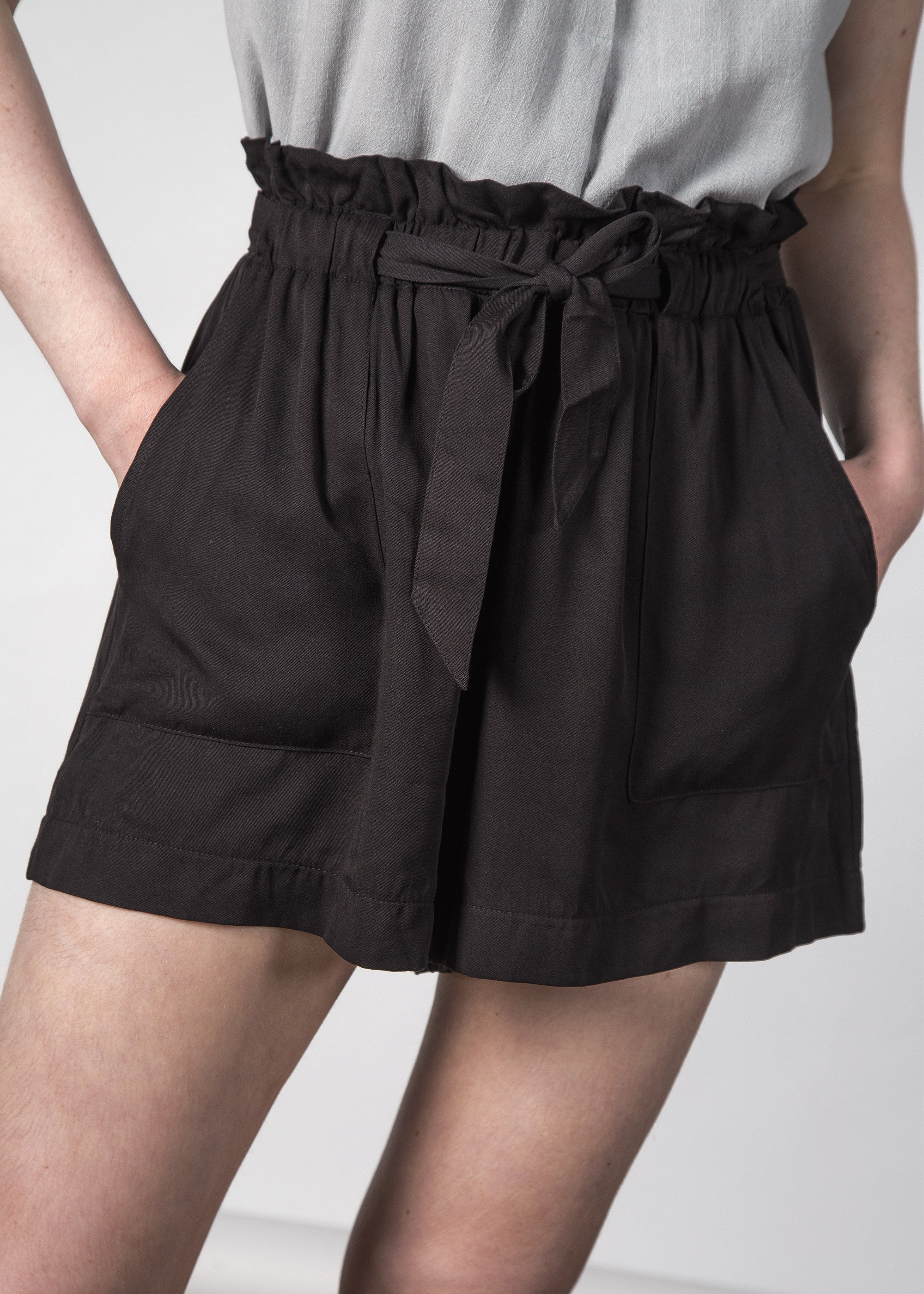 THE WONDER SHORT BLACK