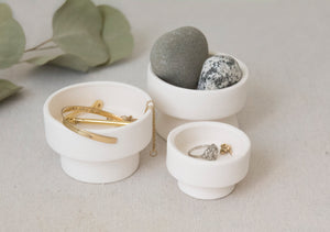 sparkling white and gold pedestal ring dish