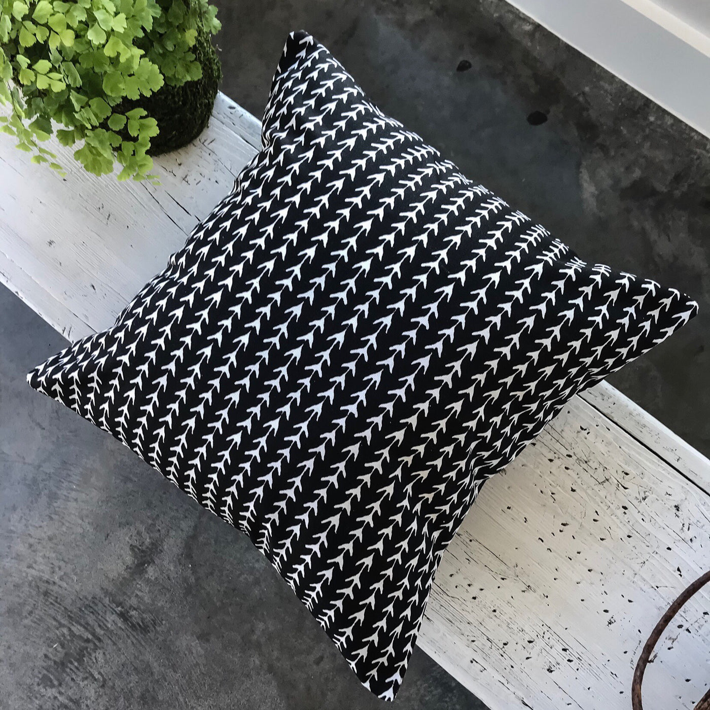 Stylish black pillows - NOAH - Studio Pillows