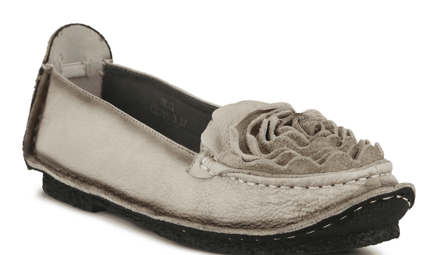Dezi Italian Leather Flat - L'Artiste by Spring Step