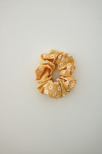 Load image into Gallery viewer, Driving Me Daisy Scrunchie