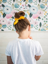 Load image into Gallery viewer, Chunky Velvet Scrunchie Bows