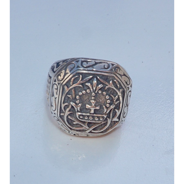 Bold Crest Ring