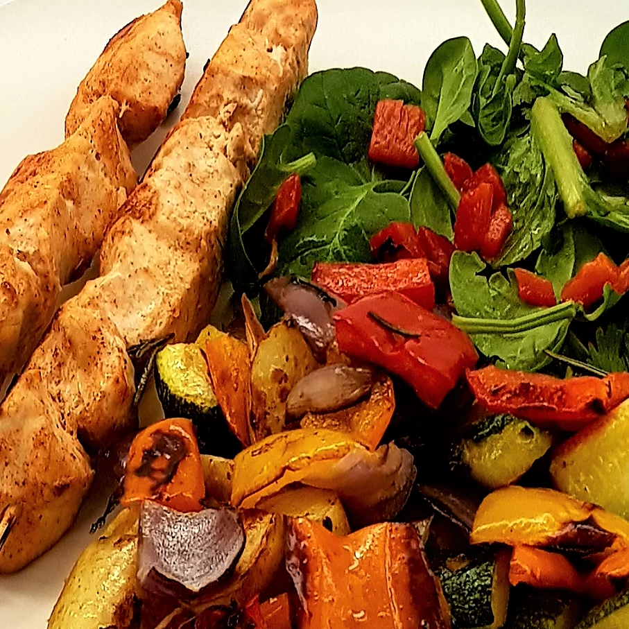 25΄ Chicken Skewers With Baked Vegetables per person - Low Calories