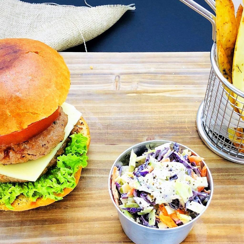 25΄ Beef Burger With Potatoes & Coleslaw Salad per person