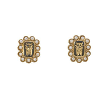 Load image into Gallery viewer, Pearl Crest Earrings