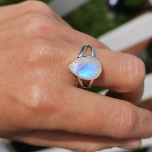 Dainty Moonstone Crystal Ring Size 8 8.5 Q R