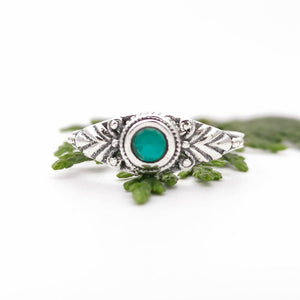 Gift for Her Dainty Emerald Ring, Green Birthstone Ring, Emerald Promise Ring, Engagement Ring, Sterling Silver Emerald Crystal Ring,  8 Q