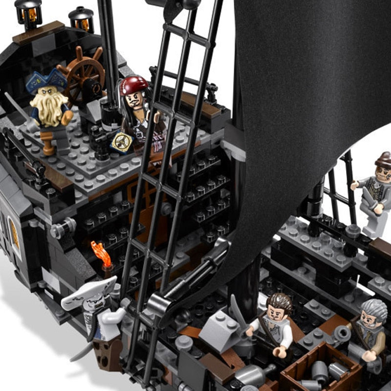 Pirates of the Caribbean Black Pearl Ship - Trending Pro