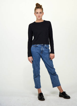 LA_B Cropped Longsleeve black woman