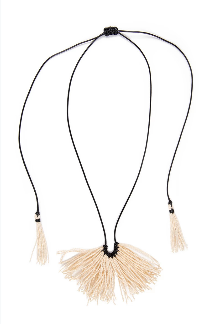 Caralarga Mantarraya Wax Cord &Fiber Fan Necklace IAH
