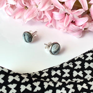 Black & White 8 mm Round Studs
