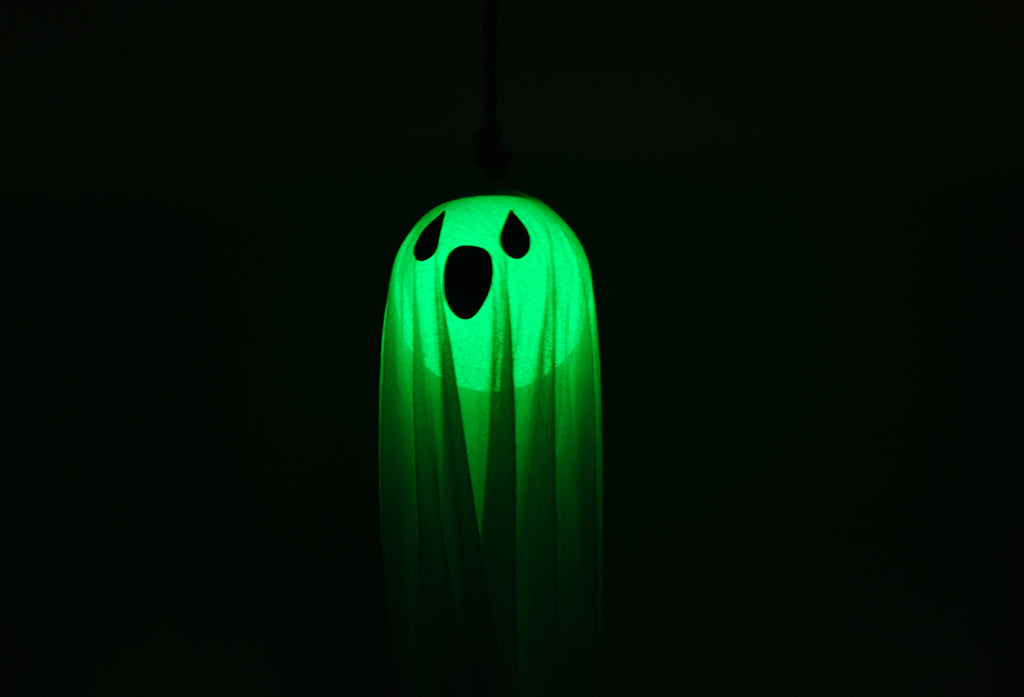 Halloween DIY : How to Make a Unique Hanging Glowing Ghost with Ball Light