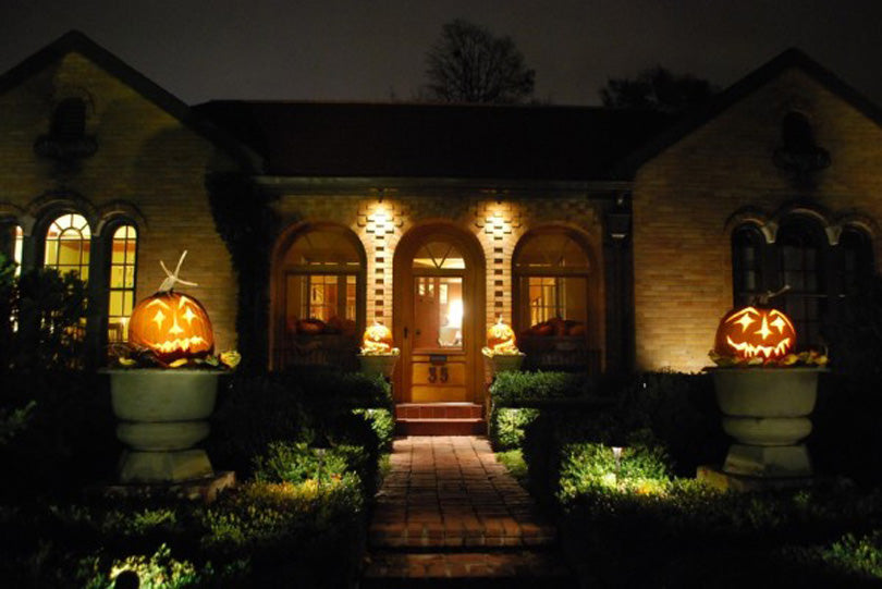Halloween-lighting-decor-for-foyer