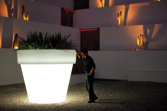led glowing flowerpot for landscape gardening
