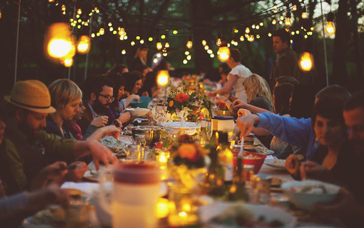 light decor for outdoor dinner party