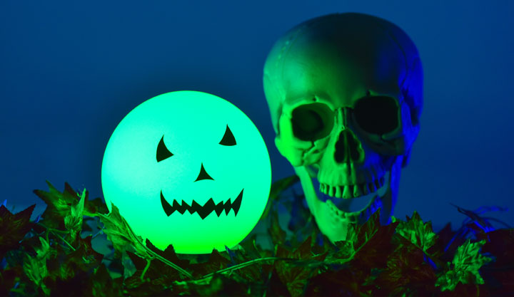 loftek led rgb ball light for Halloween decor with skull
