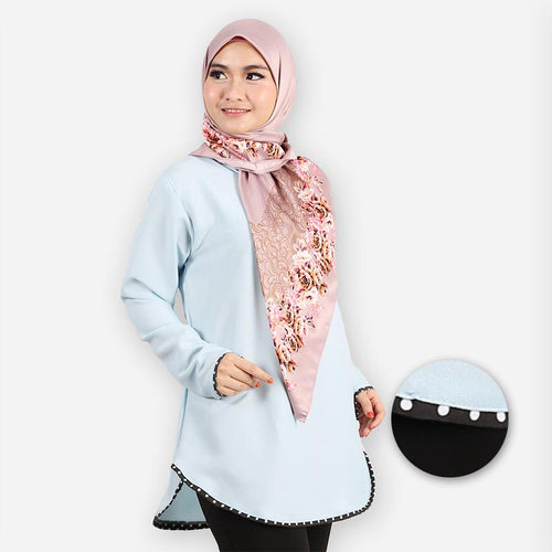 Damia Curvy Polka Blouse (light blue)