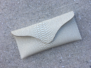 Gigi Natural Snake Clutch
