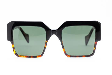 Stage Sunglasses /Black Tort