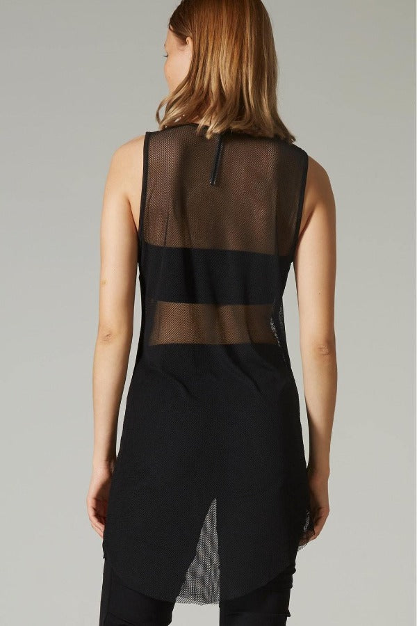 Undulate Camber Singlet /Black Crossed Mesh