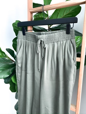 Everyday Pocketed Joggers - Olive