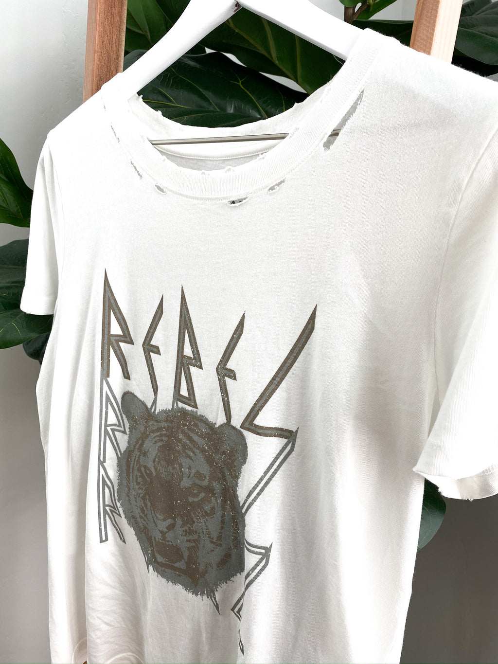 Rebel Tiger Distressed Vintage Graphic Tee