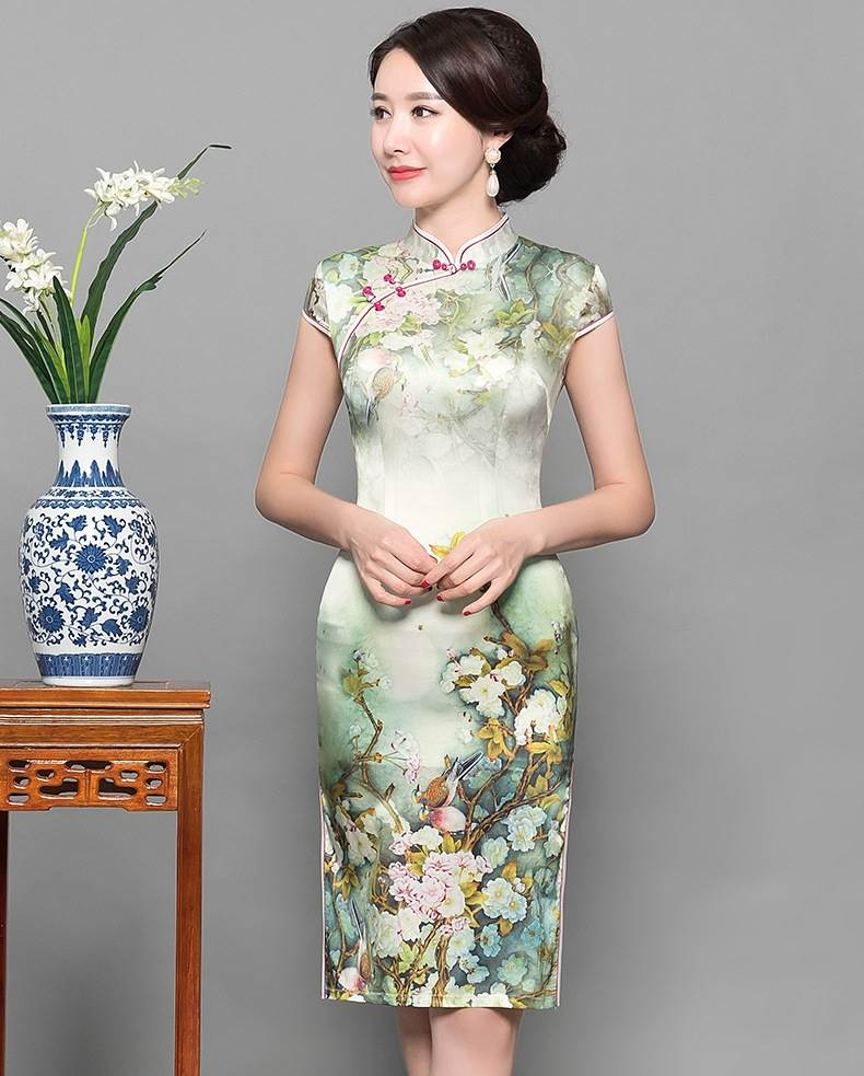 chinese lady traditional dress