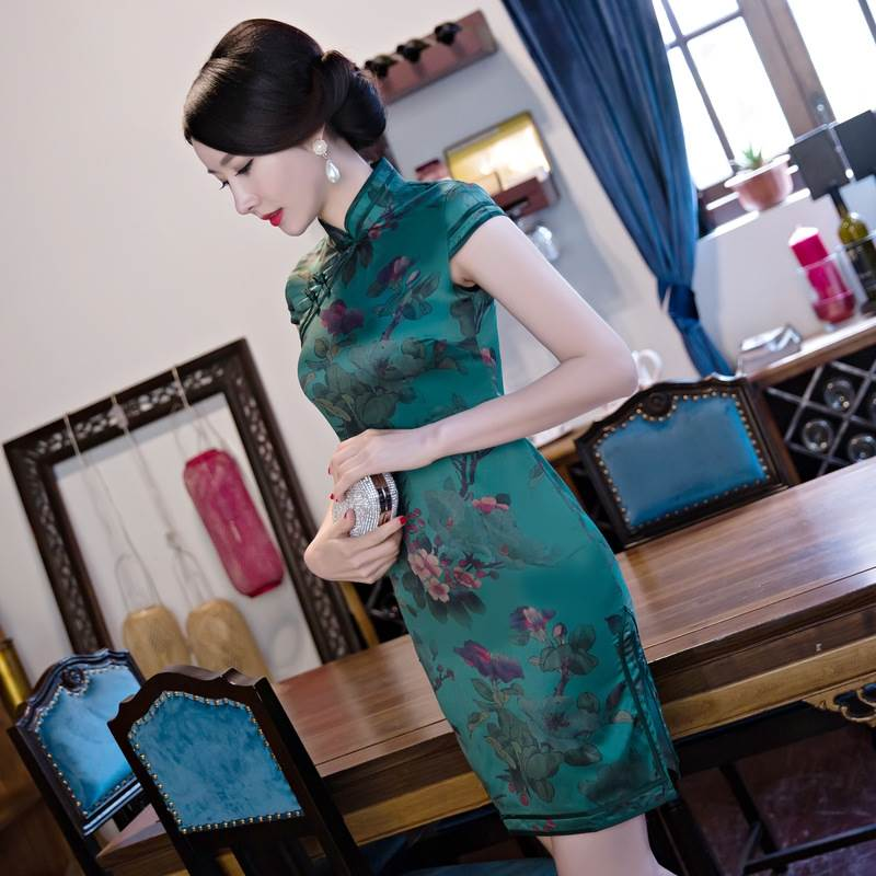 chinese female traditional clothing