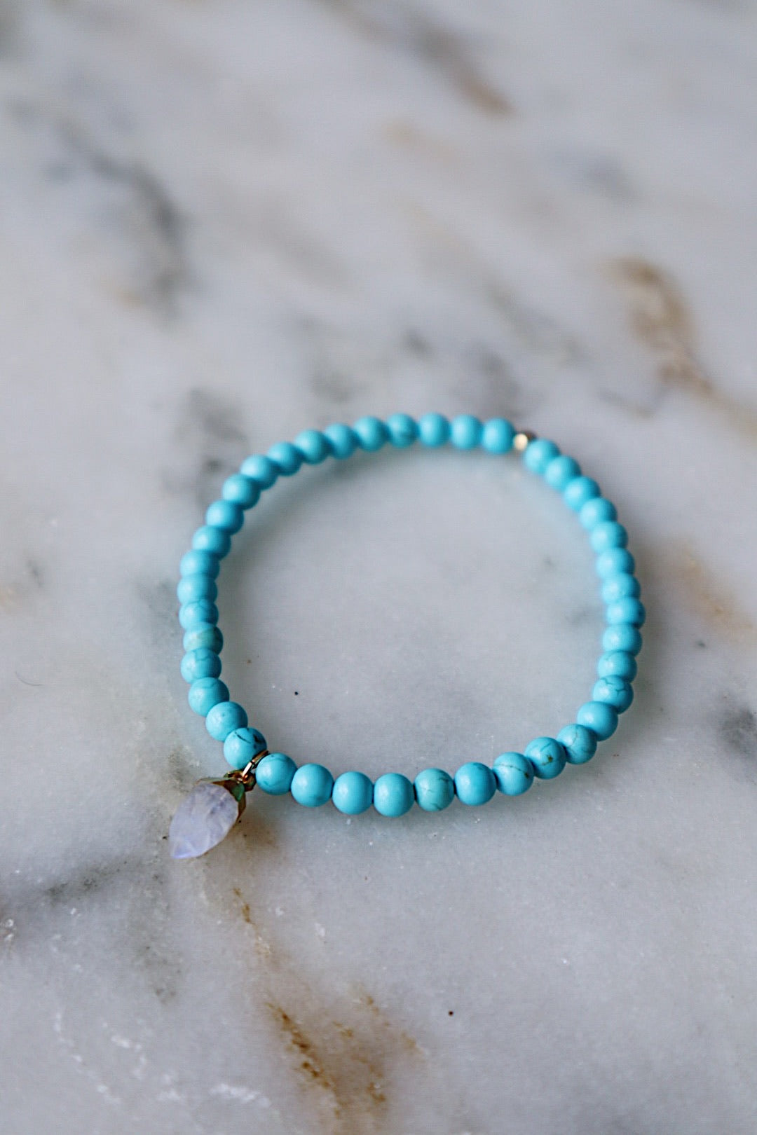 Turquoise Howlite Stretch Bracelet - Gold