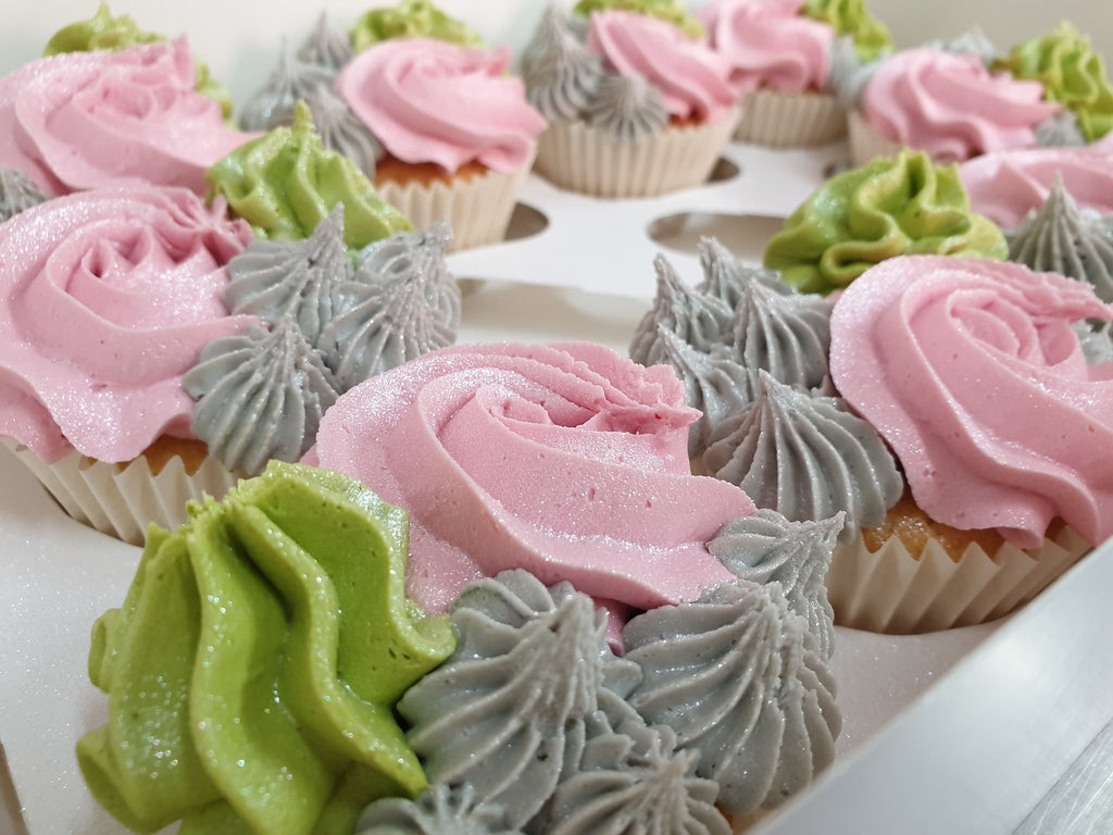 Lemon Buttercream with Colourfull piping on top(grey,pink and mint) with Lemon curd inside