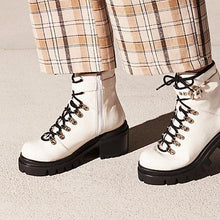 Fashion Waterproof Middle Height Heel Boots