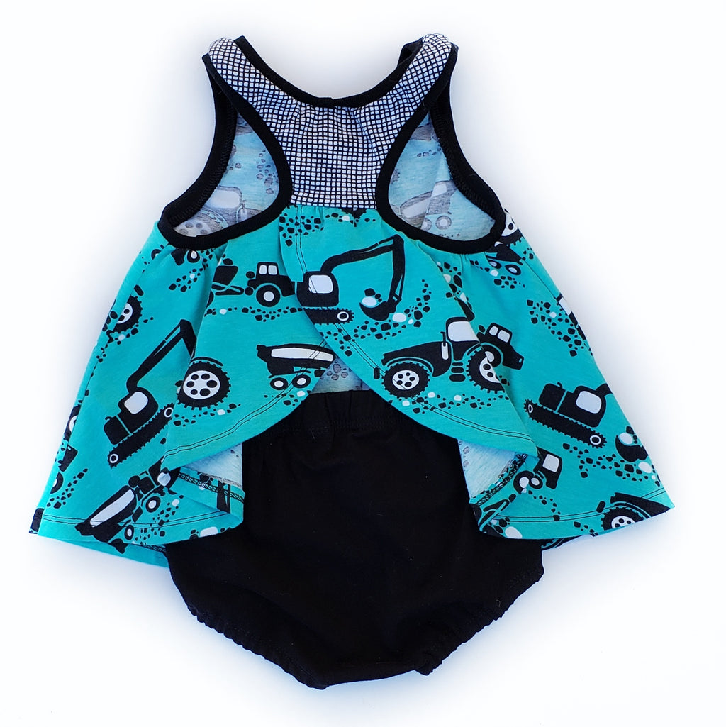 Sporty Pinafore and Shorties - Size 18-24