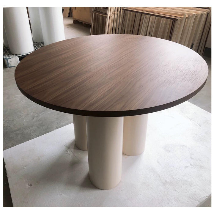 Thea dining table
