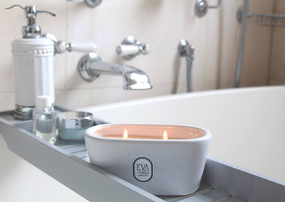 bathtub style luxury candle, Luxury gift from London, scented candle made in UK, luxury home decor, non toxic scented with fragrance oil, long and clean burn, suitable for vegans, Eco friendly, glamorous gift for her. for any occasion, perfect present from London UK, luxury home treat, hand-poured product,