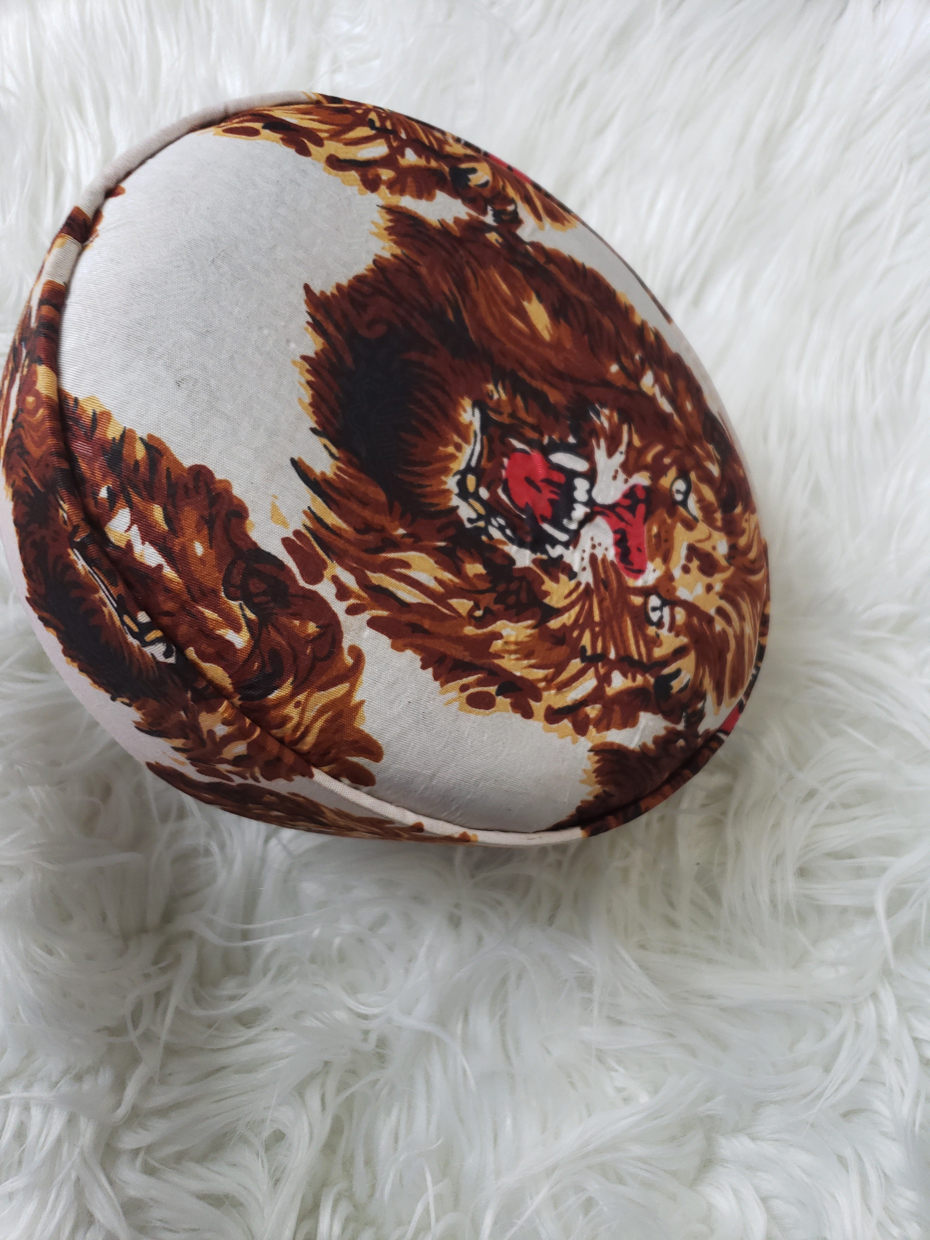 Lion Head Cap ( White & Blk)