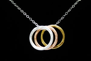 SMALL 3 PRECIOUS METAL CIRCLE PENDANT NECKLACE