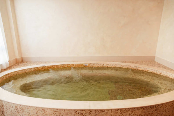 Pregnancy and Hot Tubs: 5 Need-To-Knows