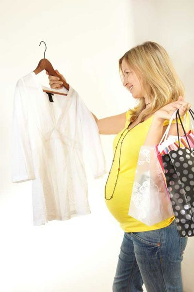 how to buy maternity clothes that fit well