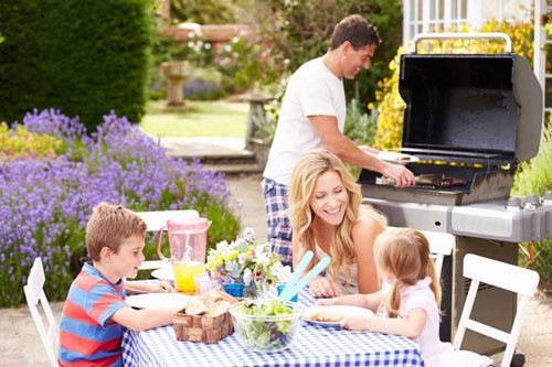 celebrating-moms-mothers-day-everyday-dad-grilling-for-mom-and-kids